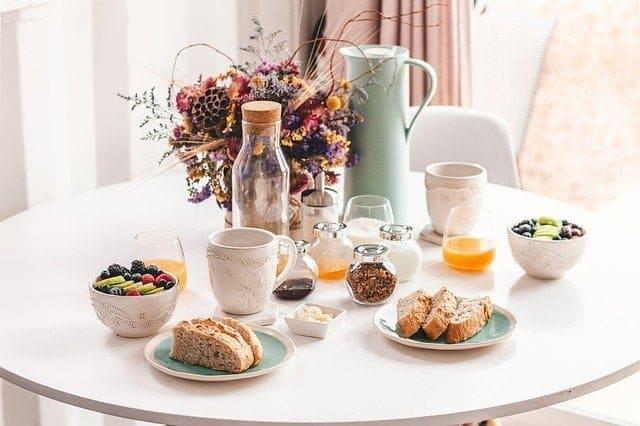 Το πρωινό είναι το πρώτο γεύμα της ημέρας μετά από 10 -12 ώρες νηστείας κατά τη διάρκεια της νύχτας.
